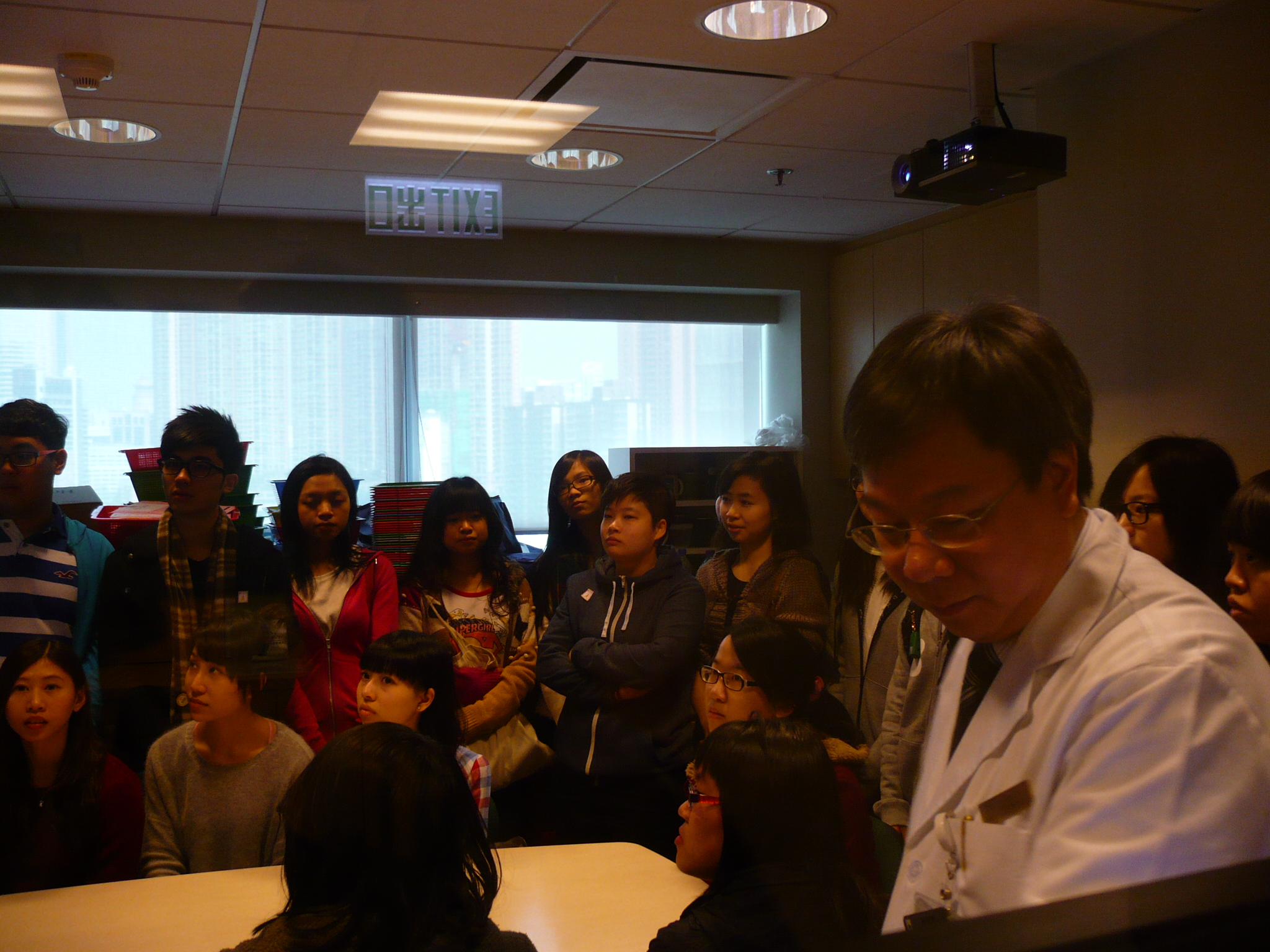 Visit to the Pharmacy Department of Hong Kong Sanatorium & Hospital - Photo - 9