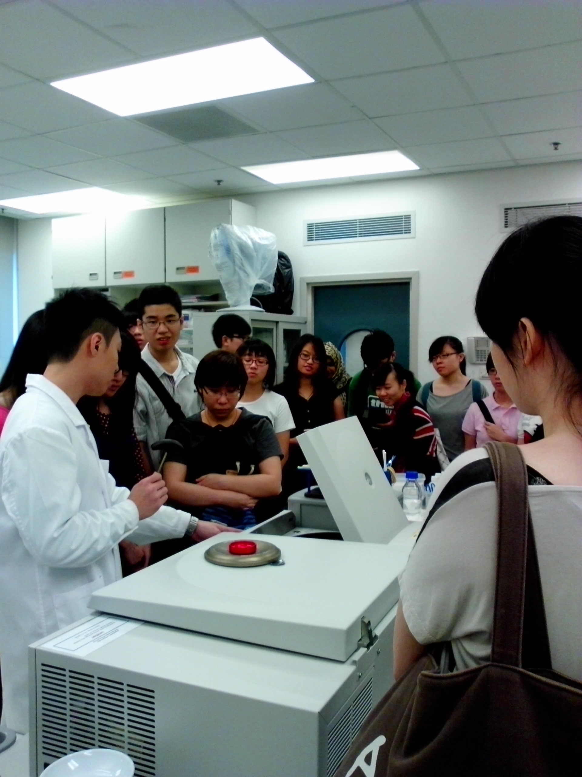 Visit to Laboratories of Department of Psychiatry, Faculty of Medicine, HKU - Photo - 9