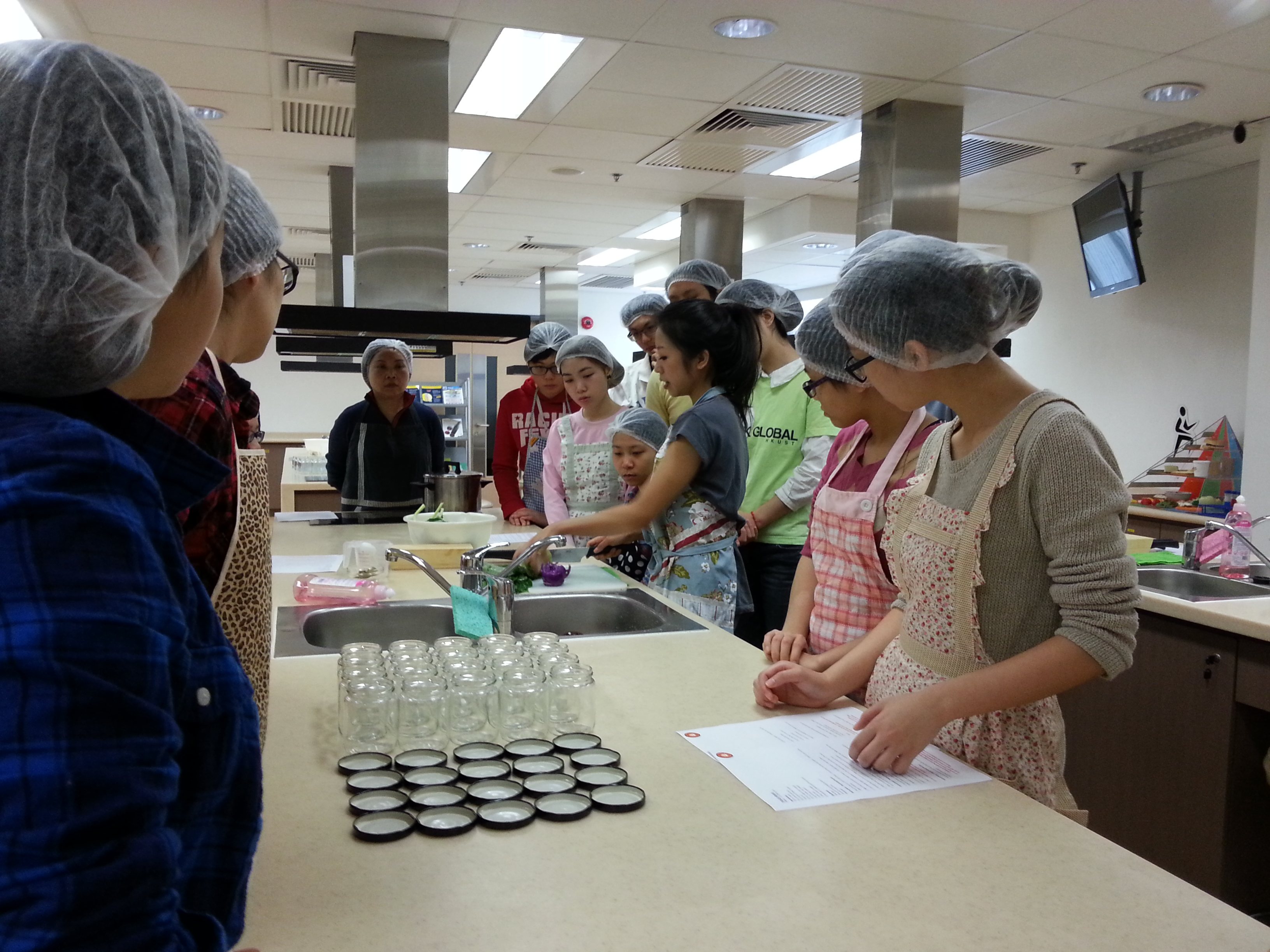 Feeding Hong Kong - Make Festive Treats for the Needy - Photo - 3