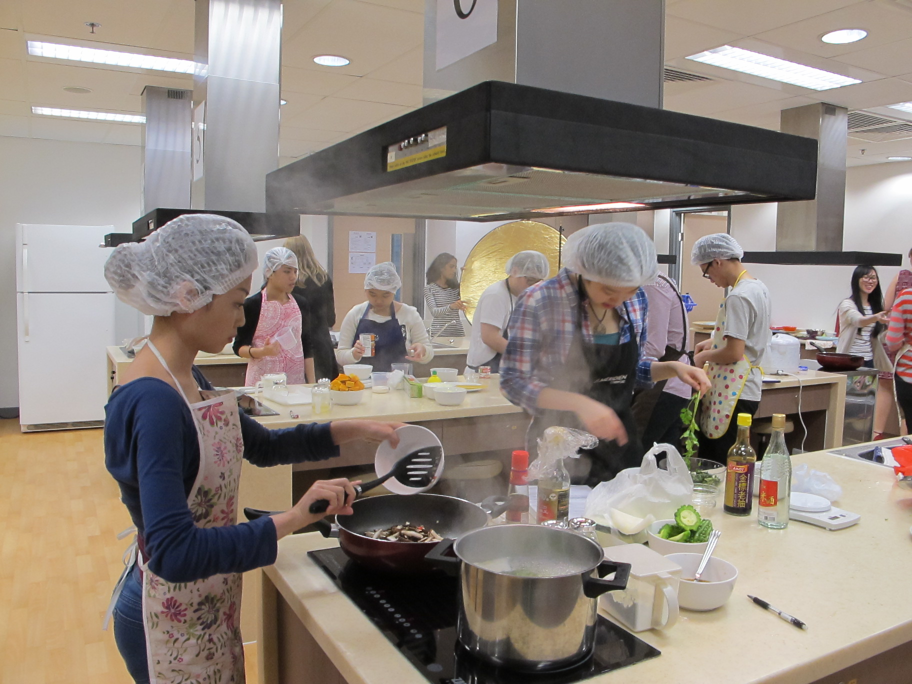 Feeding Hong Kong – Prepare nutritious, simple and low budget cookbook for the needy - Photo - 13