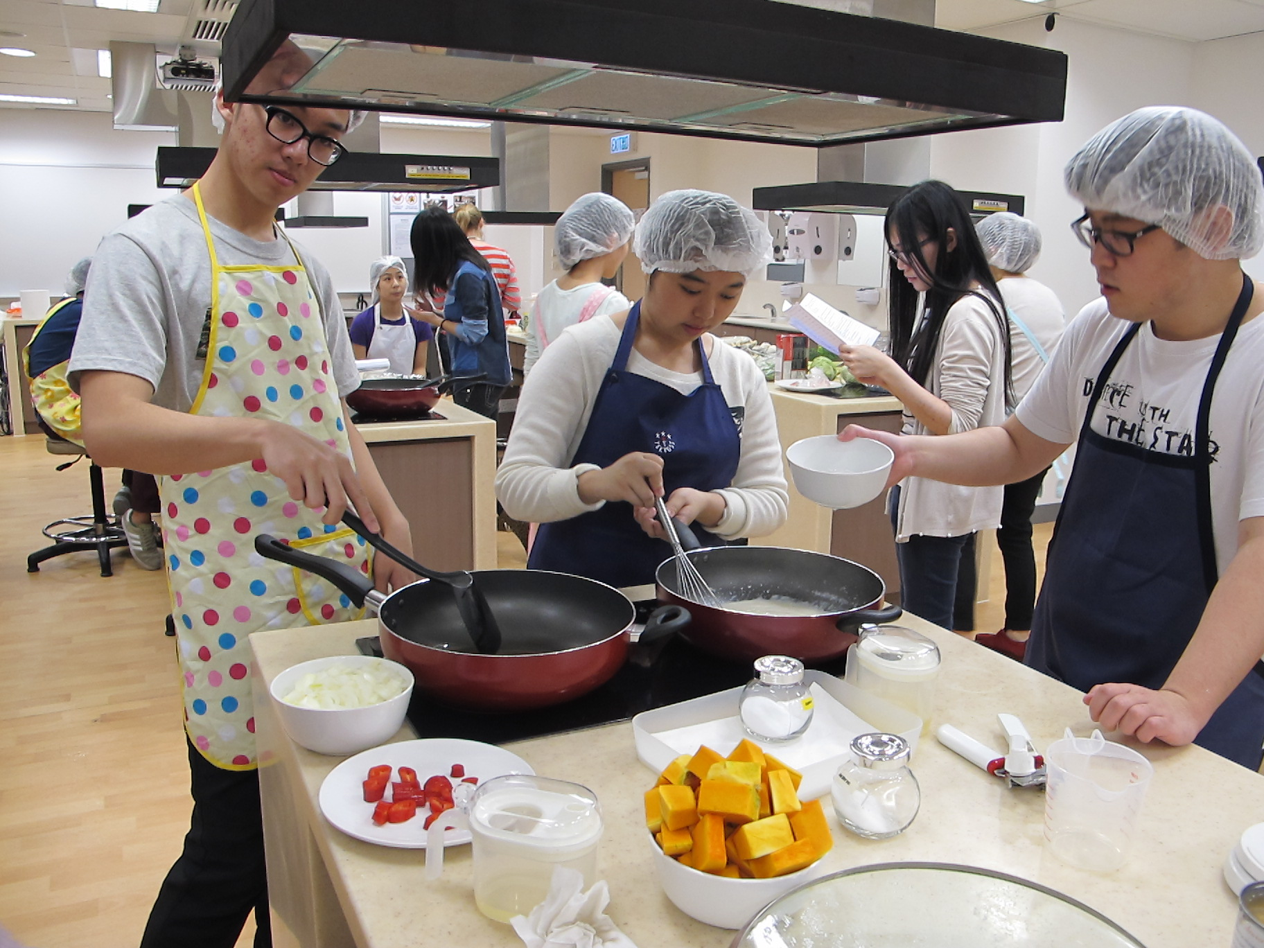 Feeding Hong Kong – Prepare nutritious, simple and low budget cookbook for the needy - Photo - 23