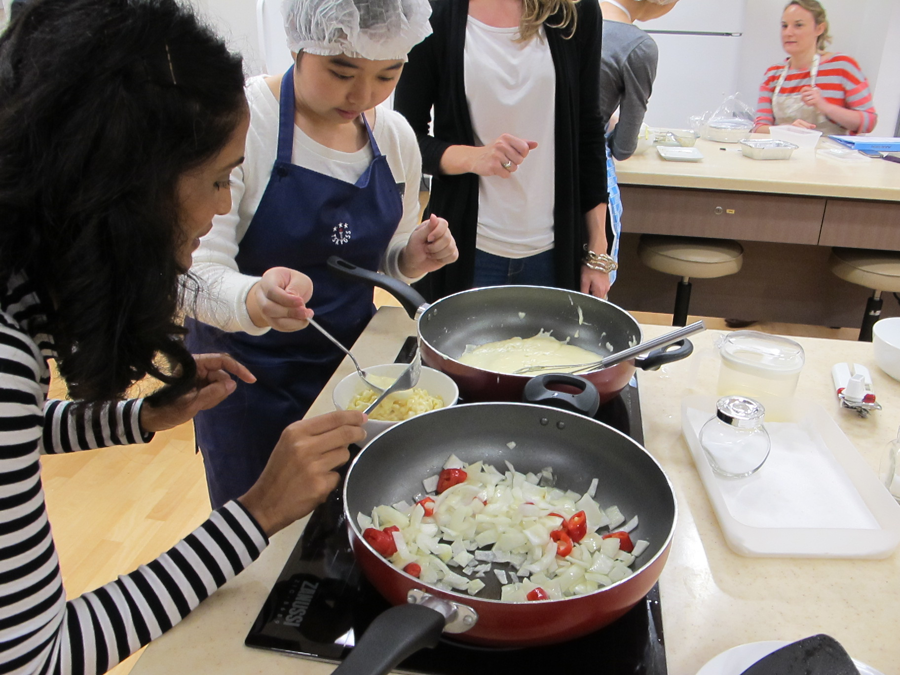 Feeding Hong Kong – Prepare nutritious, simple and low budget cookbook for the needy - Photo - 45