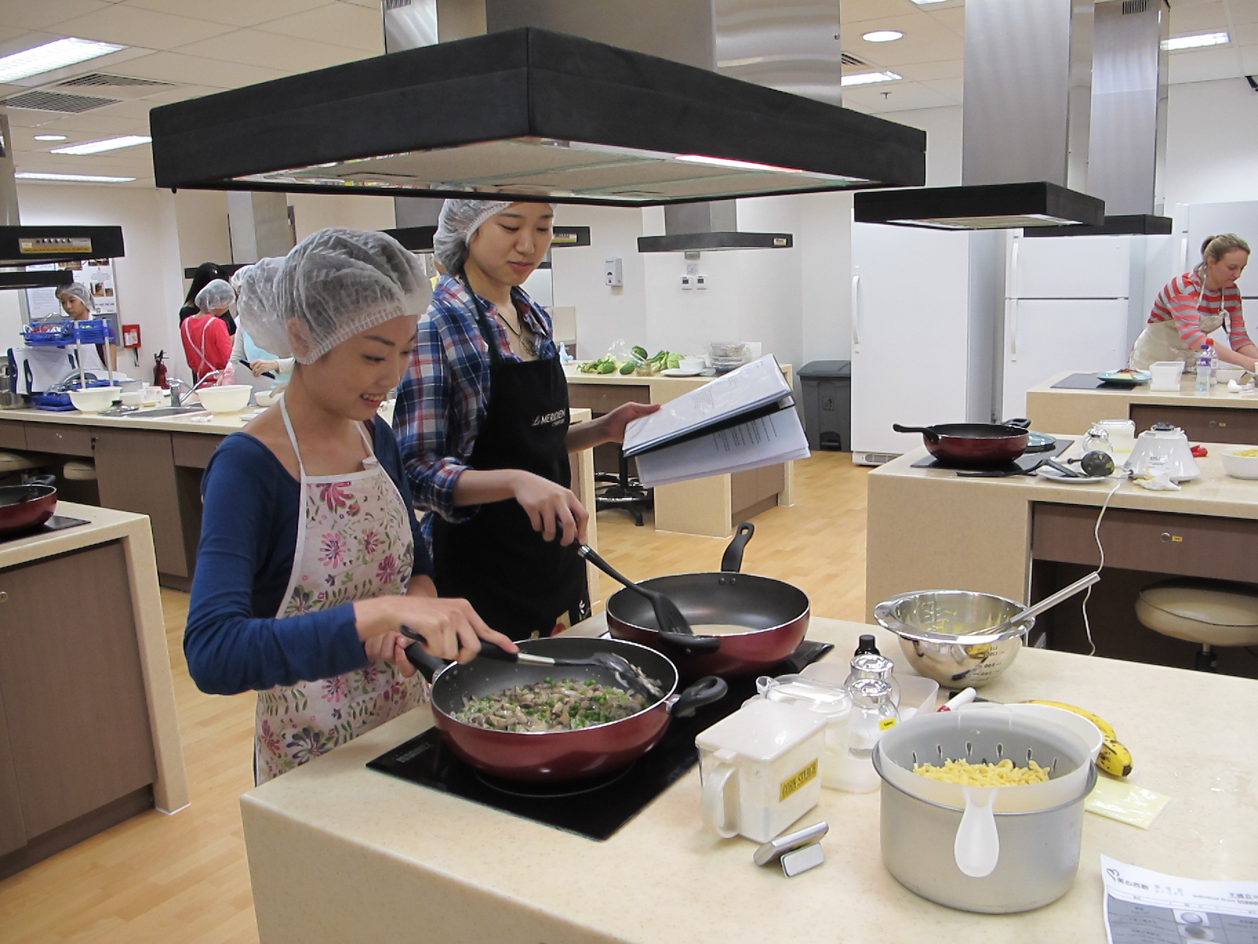 Feeding Hong Kong – Prepare nutritious, simple and low budget cookbook for the needy - Photo - 69