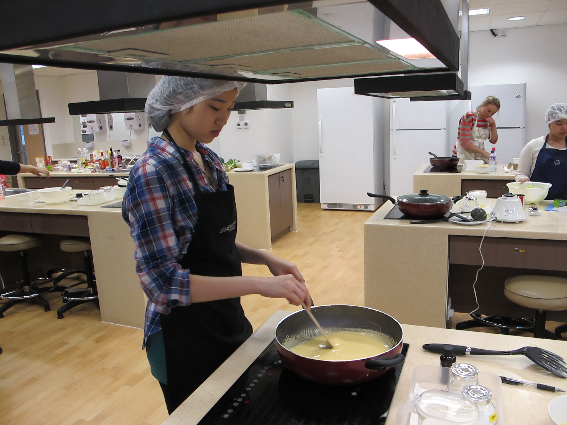 Feeding Hong Kong – Prepare nutritious, simple and low budget cookbook for the needy - Photo - 77