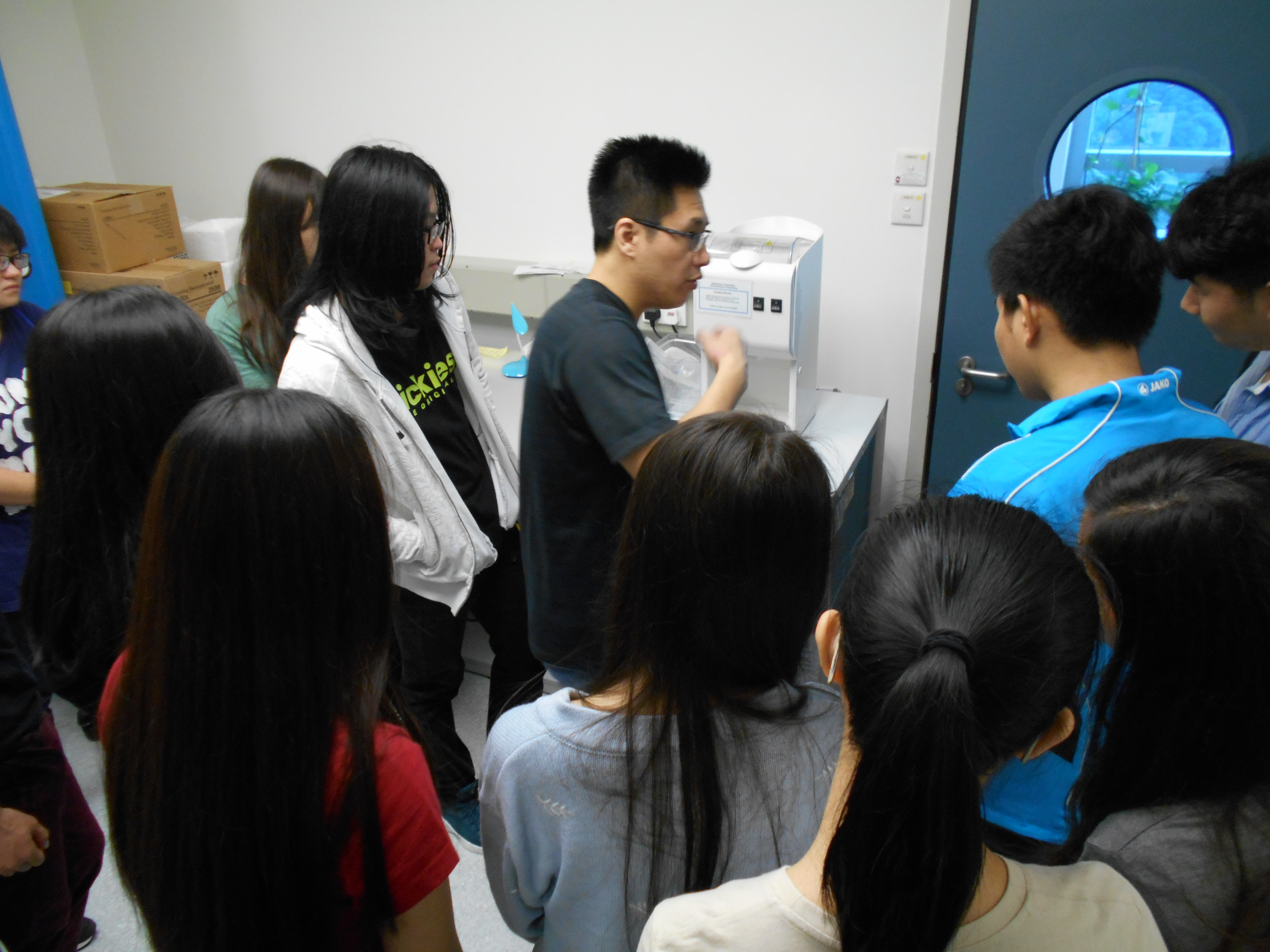 Visit to research laboratory of Li Ka Shing Faculty of Medicine in The University of Hong Kong - Photo - 1
