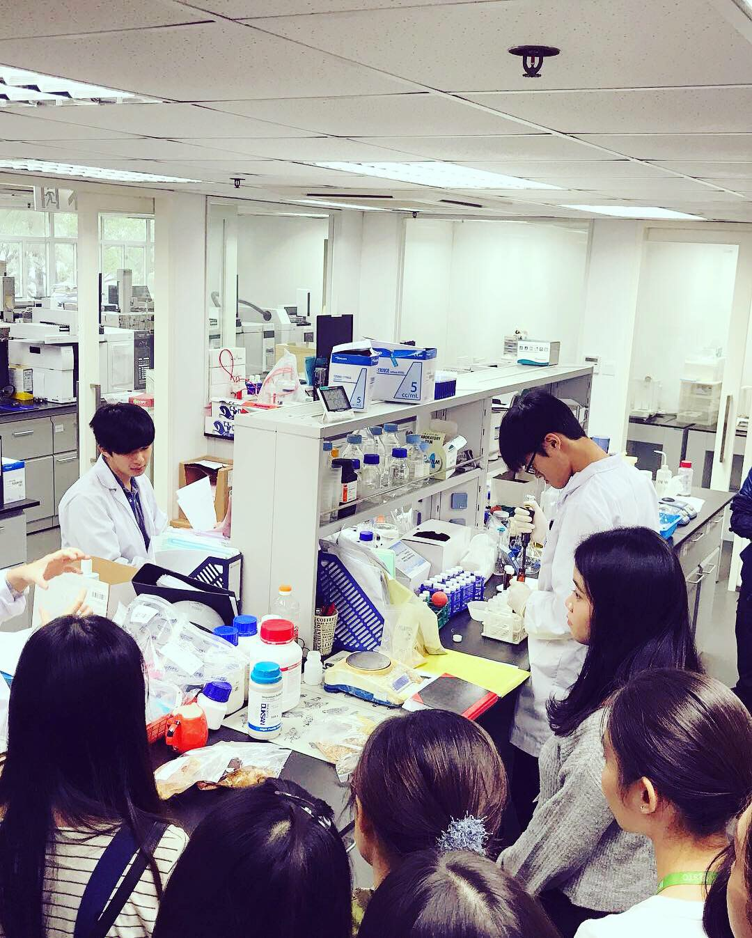 Visit to Hong Kong Standards and Testing Centre  - Photo - 7