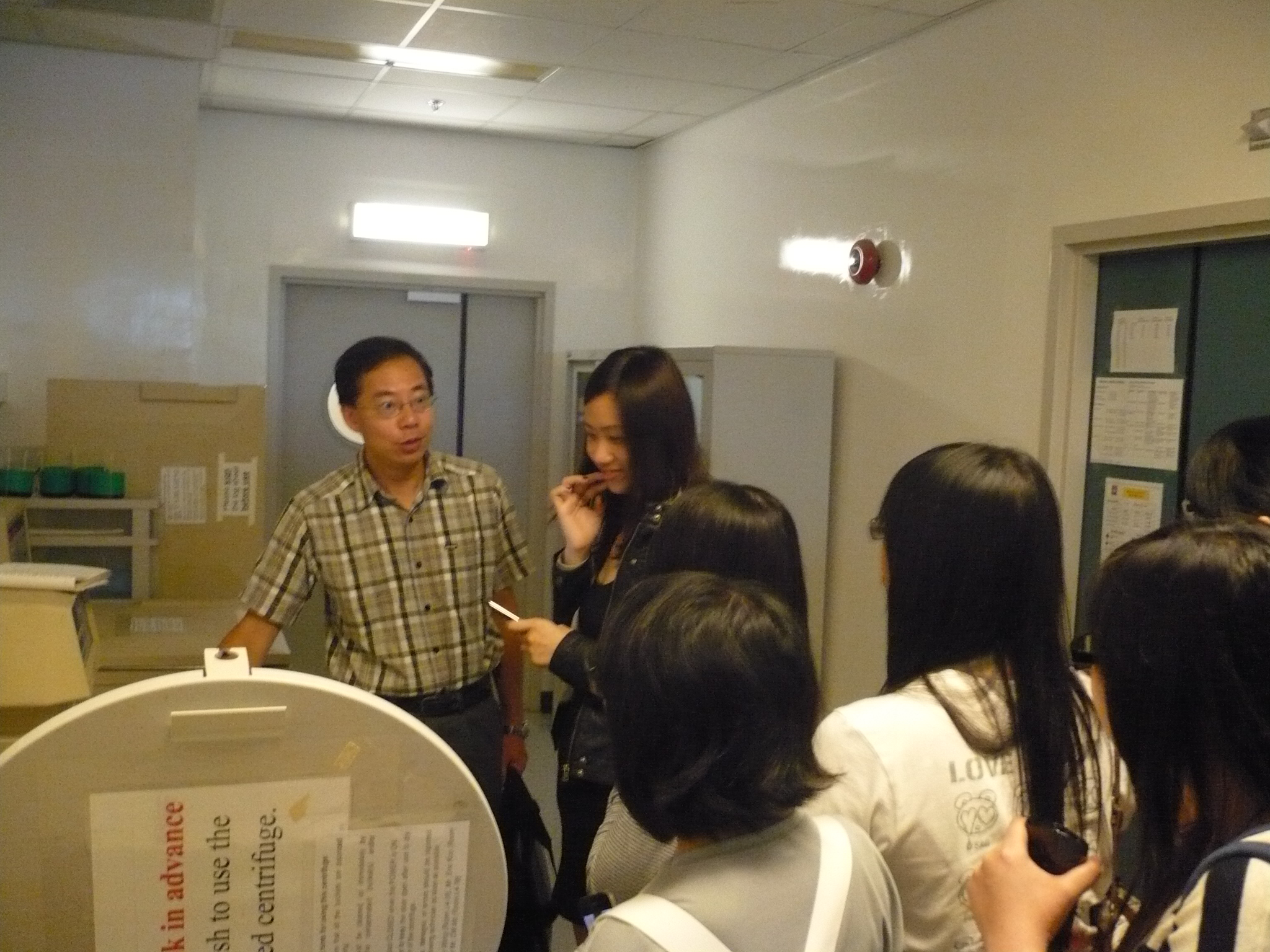 Visit to Laboratories of HKU  (for Year 1 Students of the Higher Diploma in Medical and Health Products Management Programme) - Photo - 17